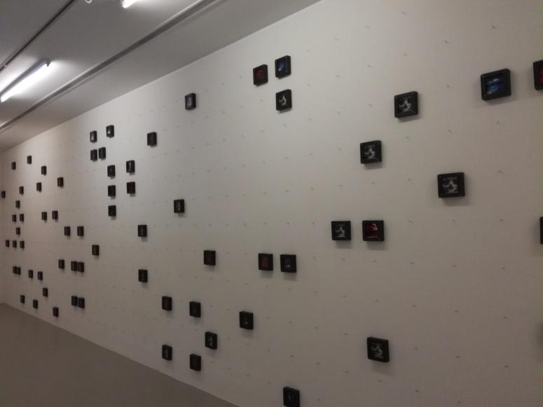 Pierre Mercier, Apparition V, 1992-2017, Fer, verre, cibachrome, installation aléatoire de 180 cadres, collection privée, © Photographie : Sophie Guth