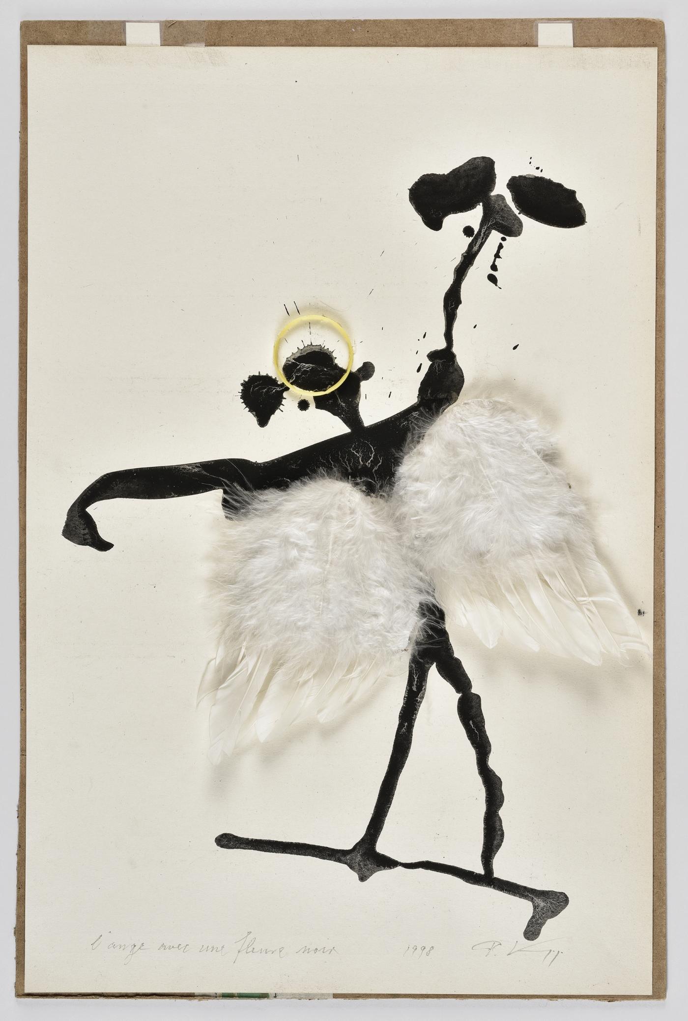 Peter Knapp, « L'ange avec une fleure noire », 1998 Lavis d'encre de Chine et collages de plastique jaune et de plumes sur papier, 47,9 x 31,7 cm © Peter Knapp. Photo : Musées de la Ville de Strasbourg / Mathieu Bertola