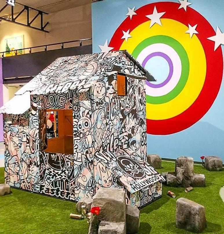 Speedy Graphito, Cabane, 2009, cabane en bois peint - Big Buzz Show, Espace d'art contemporain André Malraux, Ville de Colmar - Photo©Olivier Helleisen
